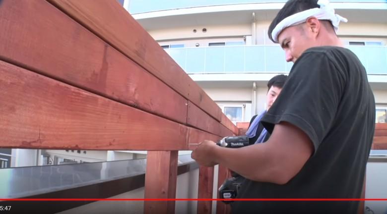 レッドシダーのフェンス貼り