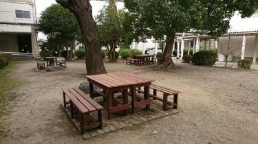 ウリンのテーブルとベンチ