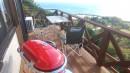 海を見下ろすワンコも大喜びのウリンのウッドデッキ