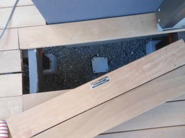 ウッドデッキの床下点検口