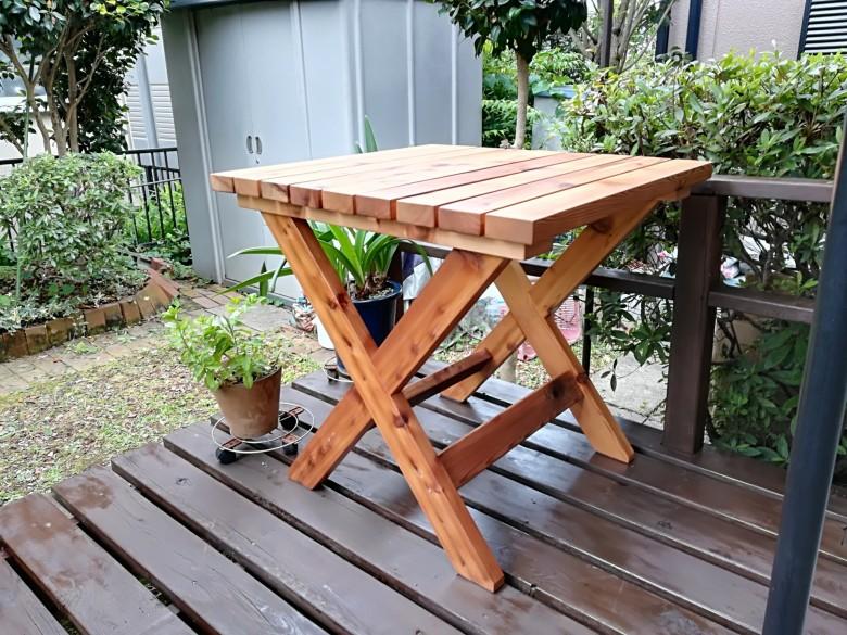 10年前に作ったウッドデッキにテーブルを追加(レッドシダー)
